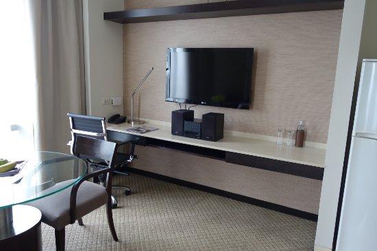 Emporium Suites by Chatrium : 日本の放送も映るテレビセット
