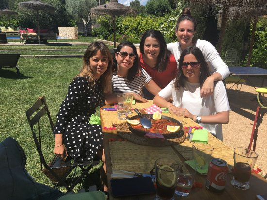 Regencos, Spanyol: Un día inolvidable en Can Casi comiendo una paella buenísima con amigas.