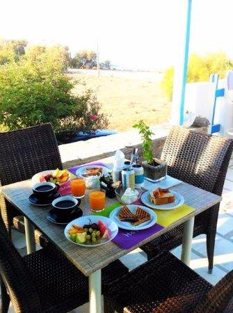 Kastraki, Grecia: Simple Fresh Breakfast on Request