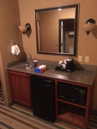 Best Western Pendleton Inn: coffee - microwave and mini fridge with a sink