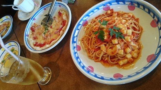Spaghetti and Pizza Jolly Pasta: トマトモッツアレラチーズパスタ