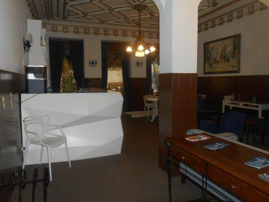 Costa do Sol Residencial: bar et salle du petit dej au fond