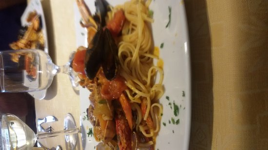La Caletta, İtalya: Linguine allo scoglio, ottimi!