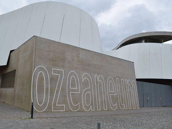Moderne architektur ozeaneum picture of ozeaneum for Moderne architektur