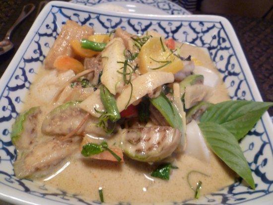 Buren an der Aare, Schweiz: Curry mit Fisch, Crevetten, Jakobsmuscheln und Tintenfisch