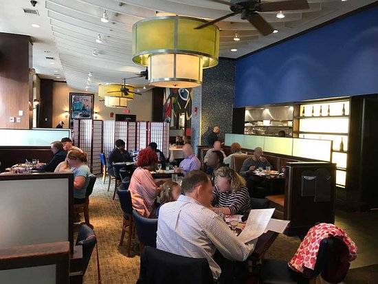 Legal Sea Foods: Enjoying meal at Legal Seafood (Crystal City)