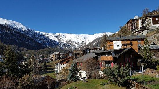 Hotel Sonne Zermatt: la chambre se situe au 4ème étage