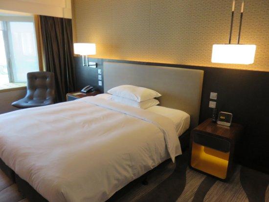 Royal Plaza Hotel: kamar cukup nyaman dan interior modern