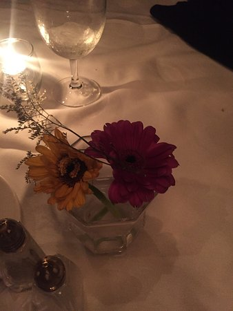 Grosse Pointe, MI: Flowers on the table were 1 day away from  dead.