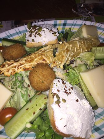Saint-Martin-d'Heres, France: Salade suzette