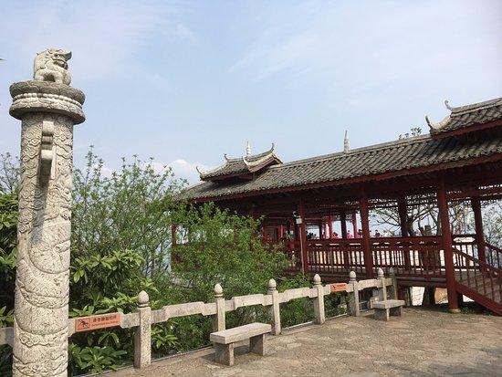 Guilin Yaoshan Mountain Scenic Resort : 堯山在桂林市東北, 距市中心10公里, 是桂林最高的山峰, 門票已包乘吊椅來回上山頂和導賞講解
