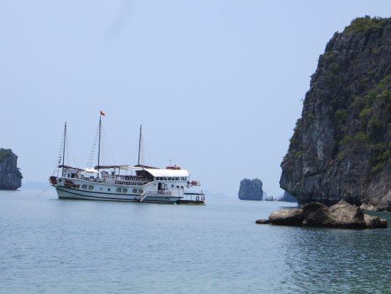 Bai Tu Long Bay: Vue depuis la plage déserte