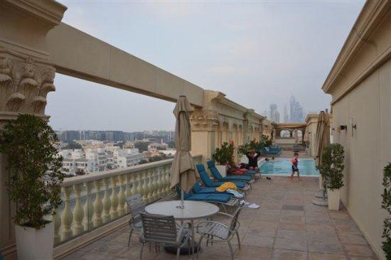 Villa Rotana - Dubai: La piscina sul tetto