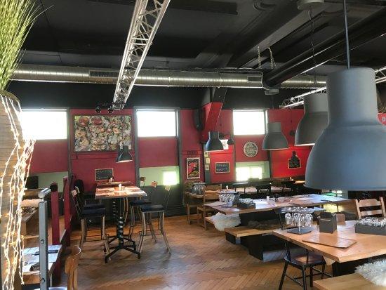 Moutier, Suisse : Salle du restaurant très originale