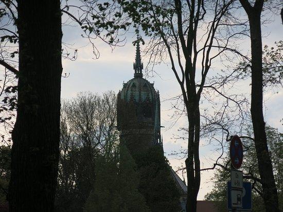Ringhotel Schwarzer Baer: Schloßkirche Wiitenberg im Dämmerlicht