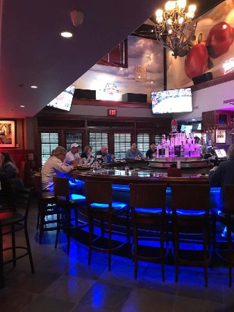 Long Grove, IL: The Bar