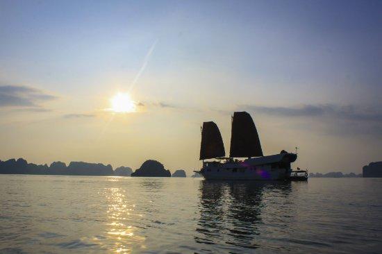 Moon River Retreat: sails of indochina - Catba