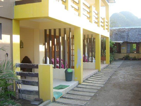 Residencia de Salvacion: Reception to the left..a welcome awaits!