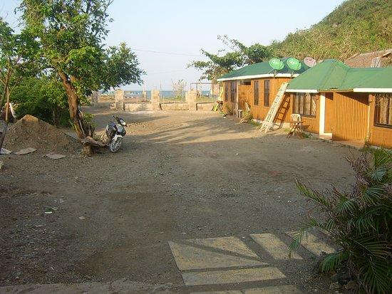 Residencia de Salvacion: Rooms beside the car park