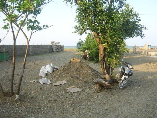 Residencia de Salvacion: The car park area