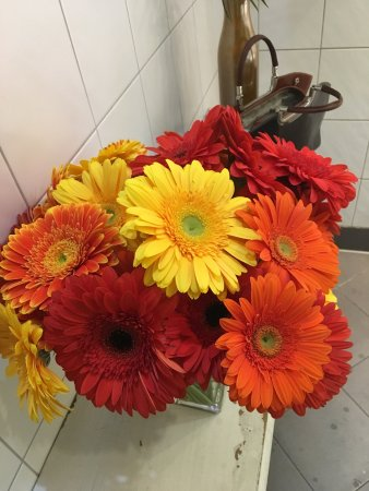 Cafe Westend: Loved these fresh flowers in the ladies toilet - a nice touch
