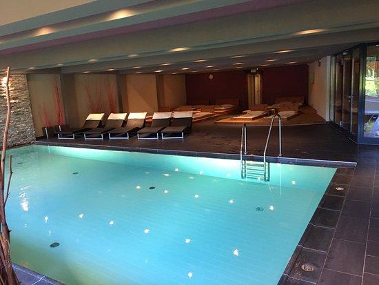 Schwimmbad mit beheizten wasserliegen bild von mavida for Wellnesshotel zell am see