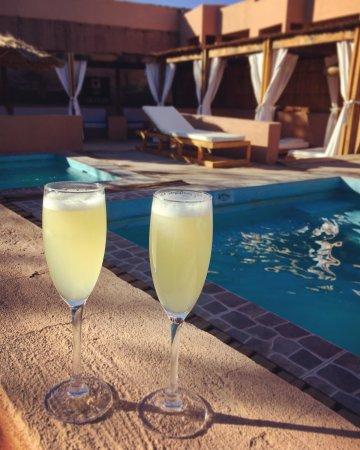 Hotel Noi Casa Atacama: Pisco sour at the pool