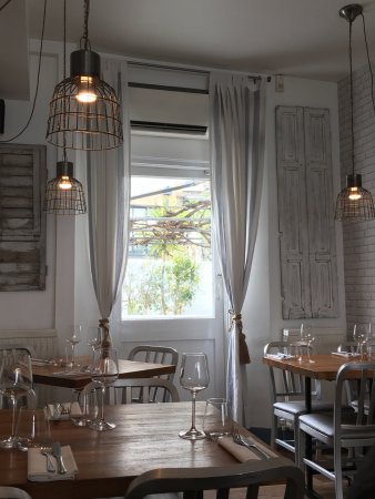 Mazi Greek Restaurant London