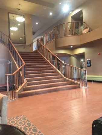 Hampton Inn & Suites Goodyear: The hotel lobby.