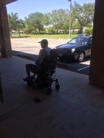 Tamarac, FL: Wheelchair and motorized chair accessible.