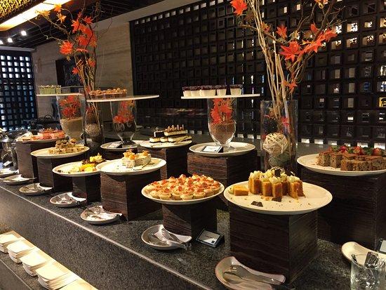 Buffet picture of mandarin orchard singapore singapore tripadvisor - Hotel mandarin restaurante ...
