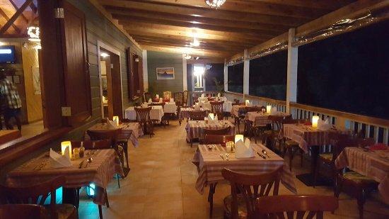 Emile's Restaurant & Suites: Outside Deck