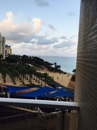 Galil Hotel: вид из окна