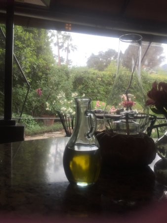 Ojai, Californië: The patio/garden is beautiful!!