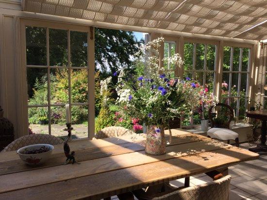 East Bridgford Hill: Orangery for breakfast in the summer and also for dinner