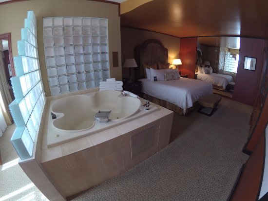 The Drake Penthouse Suite Bedroom In Room Jacuzzi Spa Tub Picture Of New York New York Hotel And Casino Las Vegas Tripadvisor