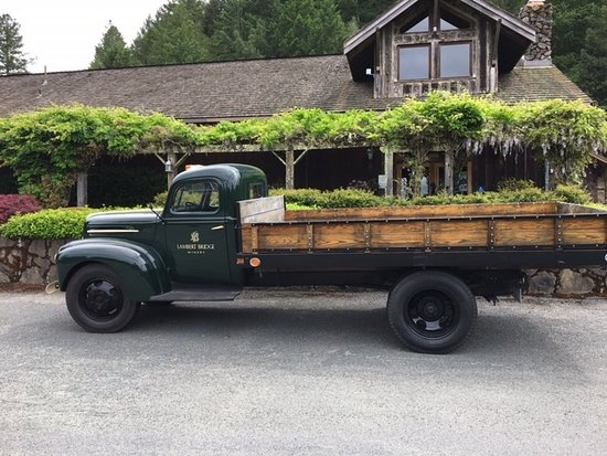 Lambert Bridge Winery: Lambert Bridge flatbed truck