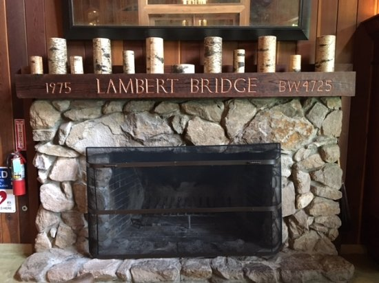 Lambert Bridge Winery: Lambert Bridge fireplace