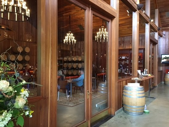 Lambert Bridge Winery: Lambert Bridge private tasting room