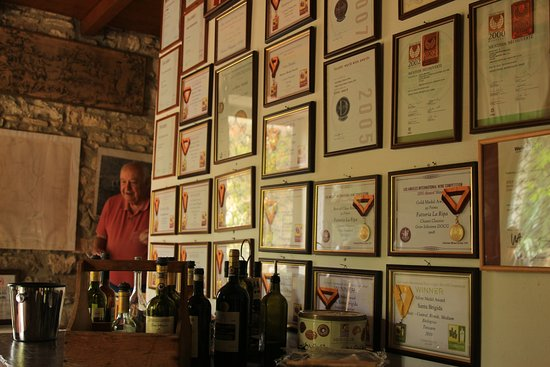 Barberino Val d'Elsa, Italy: You can see the appreciation this winery receives AND unforgettable Sandro Caramelli