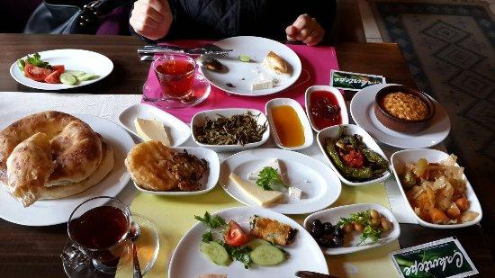 Unye, Turcja: Köy kahvaltısı