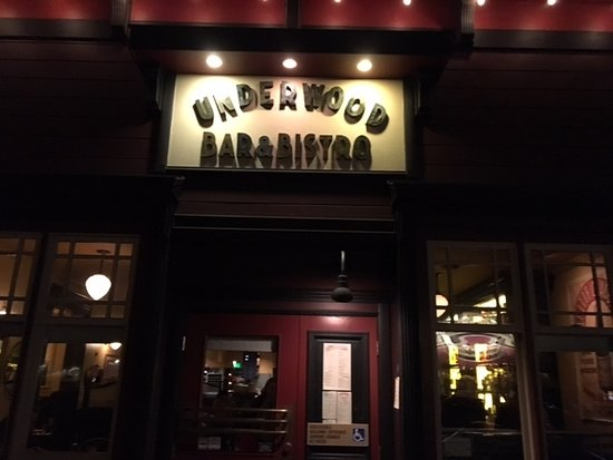 Graton, CA: Front entrance to Underwood Bar