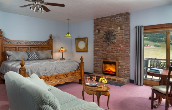 Dellroy, OH: Lakeview guest room