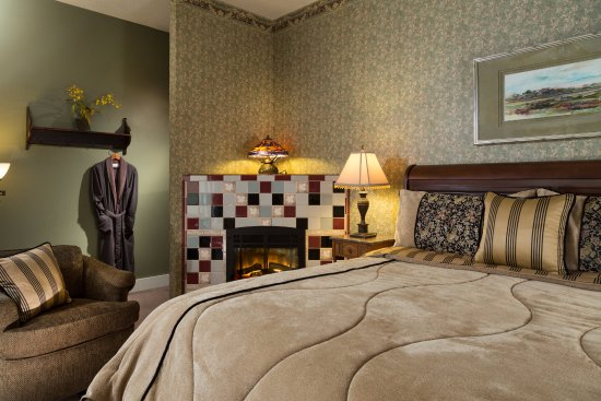 Dellroy, OH: Oak guest room