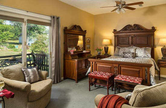 Dellroy, OH: Magnolia guest room