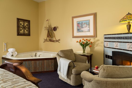 Dellroy, OH : Jasmine room