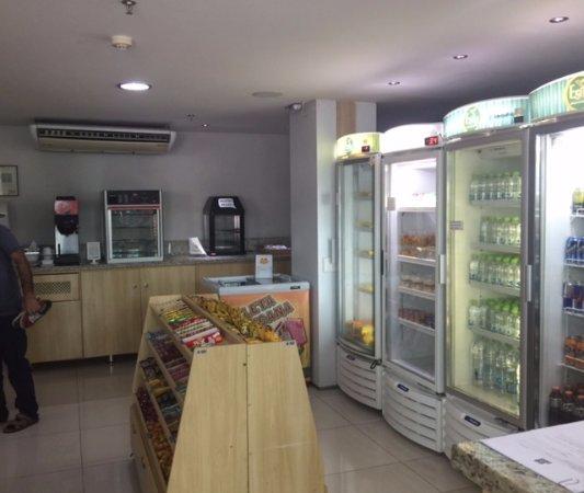 Go Inn Manaus: Conveniência que fica na recepção