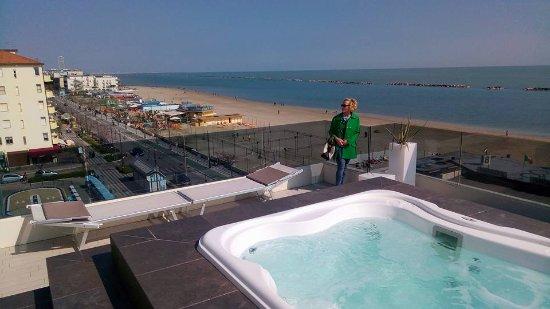 idromassaggio sulla terrazza dell\'albergo... - Bild von Hotel Vista ...