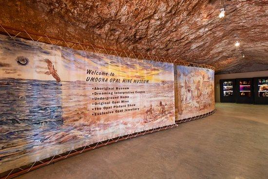 Umoona Opal Mine & Museum: Inside entrance