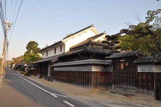 Asakuchi, Nhật Bản: 修復された商家が残されています